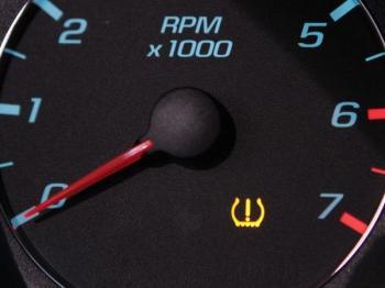 Monitorování tlaku v pneumatikách